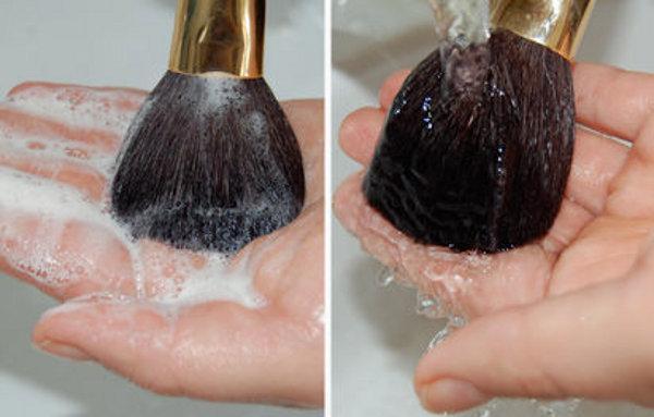 497993-pinceis-de-maquiagem-como-limpar-03